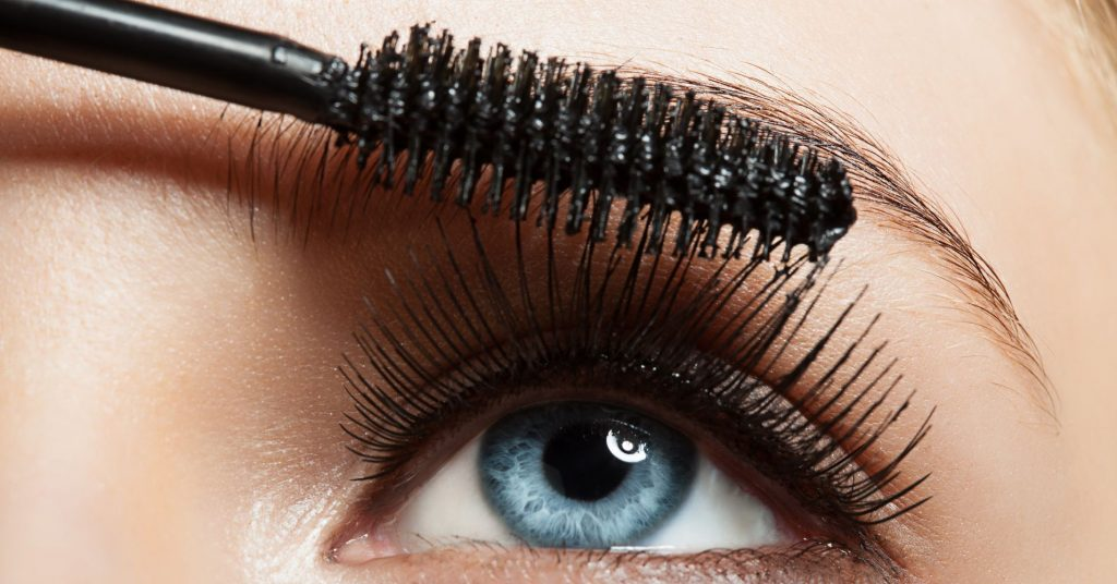 Using Mascara For Curling Lashes